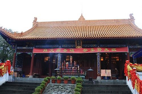 该建筑为一层木结构,单檐歇山式古建筑,长20.05米,宽9.