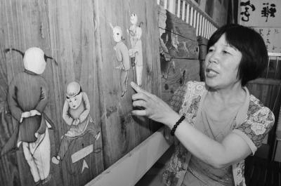 李玉莲:用画笔赋予旧门板新生命
