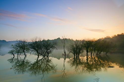 中国小康网 天湖自然风景区位于河北省保定地区顺平县神南乡境内