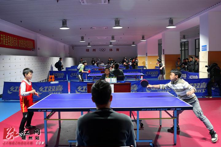 4月16日,靖州苗族侗族自治县在民族体育馆举行第四届中小学生乒乓球九龙山滑翔伞预订图片